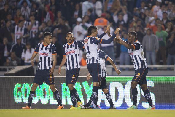 Al 48' Víctor Ramos desató la alegría en la tribuna al conectar de cabez...