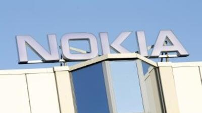 """Nokia se encuentra en una """"plataforma en llamas"""" cercada por un """"violent..."""
