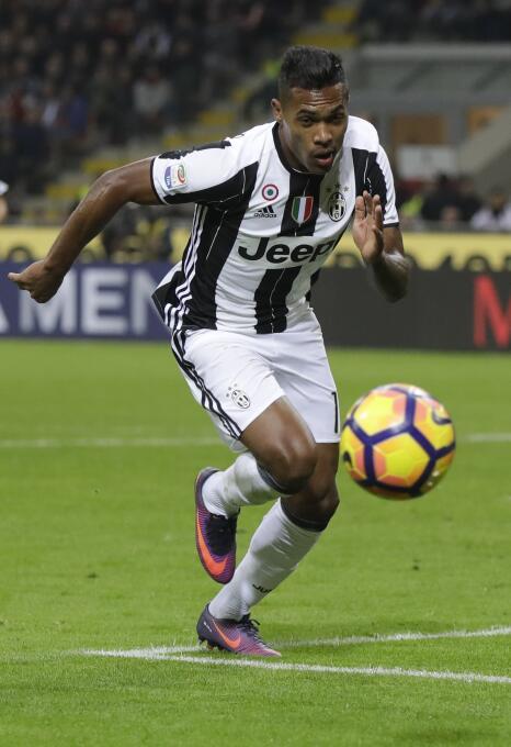 El brasileño Alex Sandro sigue sonando fuerte para salir de la Juventus....