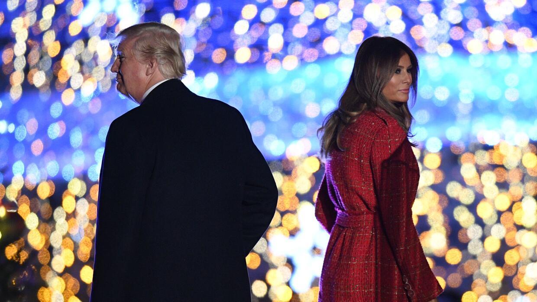 Donald y Melania Trump en un evento navideño en la Casa Blanca a finales...