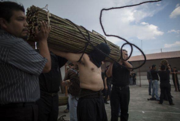 En Taxco, un pueblo de Guerrero, México, la Semana Santa se acompaña de...