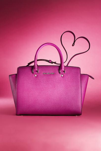 Y si hay algo que conquista a una chica es un bolso. Después de regalar...