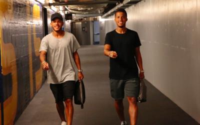 Jonathan y Gio dos Santos al llegar al StubHub.