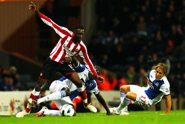 Los goles fueron obra de Danny Welbeck, Darren Bent y Asamoah Gyan.