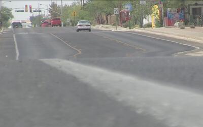 Tucson habilita centros para refrescarse ante la ola de calor en Arizona