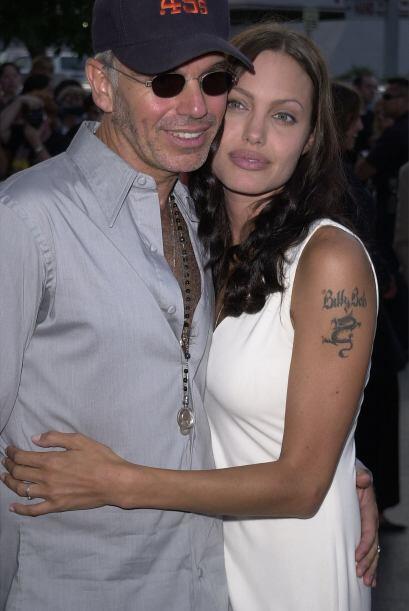 Para demostrar que era muy fuerte lo que sentía por el actor, Jolie se t...