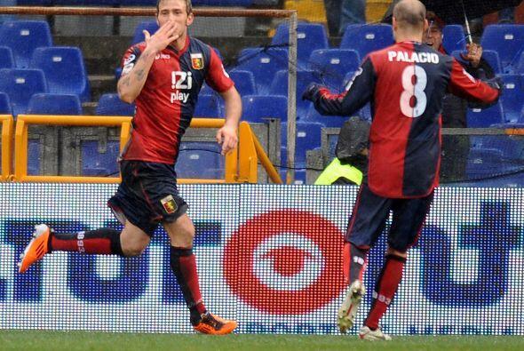 Y con un bonito gol de Antonio Floro Flores al 77 los de la ciudad de na...