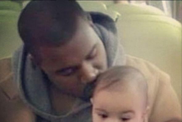 No hay nada más tierno que un papi besando a su bebé.