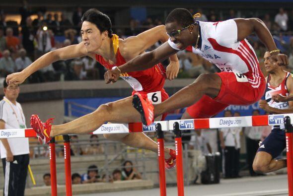4 DAYRON ROBLES: El cubano es campeón olímpico en los 110 metros vallas...