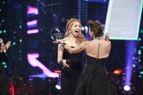 Le entregaron un reconocimiento especial a nombre del show y Univision.
