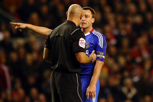 Terry y compañía reclamaban cada jugada, pero el árbitro no hacía caso.