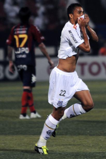 Danilo del Santos no está sintiendo el olor al perfume de su uniforme si...