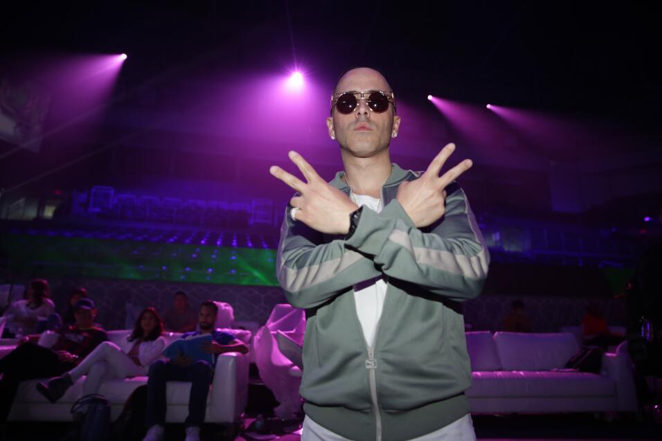Yandel en los ensayos de Premios Juventud.