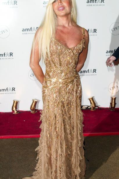Por desgracia para la familia Versace, Gianni fue asesinado en 1997 por...