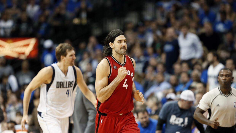 """Luis Scola contribuyó con un """"doble doble"""" con 19 puntos y 12 rebotes."""
