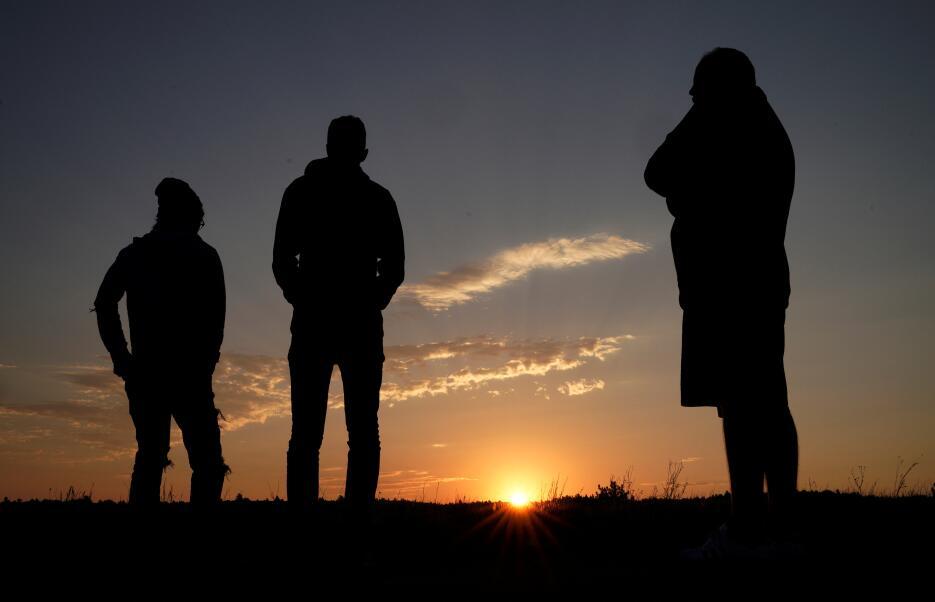 El amanecer en Guernsey, Wyoming, uno de los lugares donde podrá verse e...