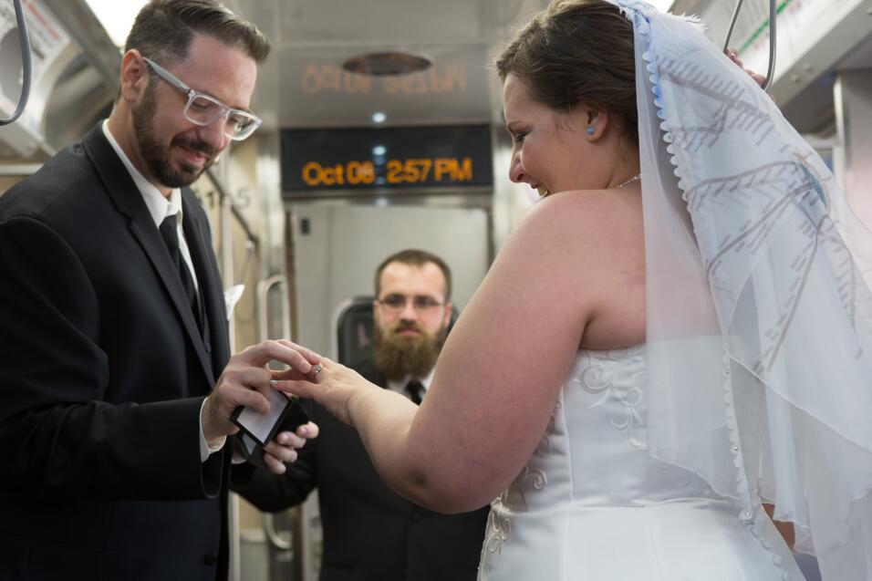 Pareja se casa en tren de Chicago