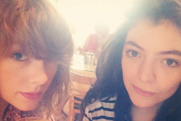 Tylor Swift y Lorde, nos regalaron esta foto disfrutando del desayuno.