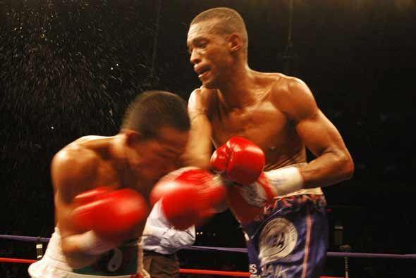 Celestino Caballero no paró de lanzar golpes durante los 12 rounds.