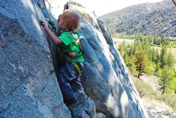 Ahora Bhodi es parte de la pasión de sus padres, el pequeño escalador di...