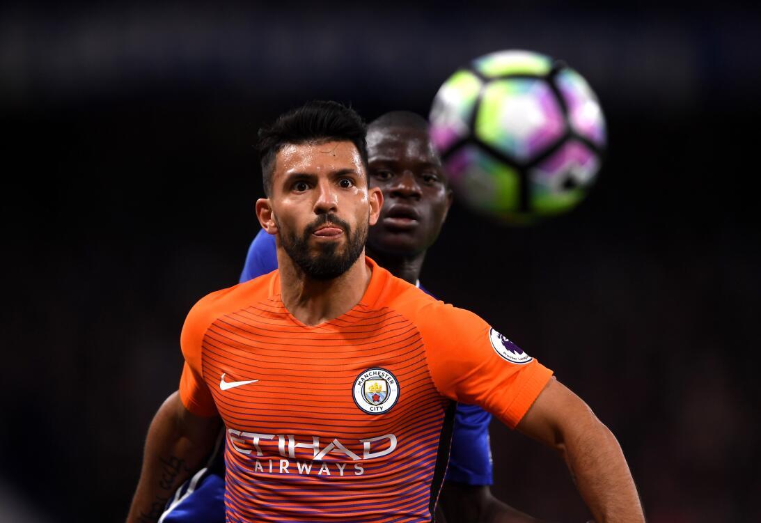 Sergio Agüero (Manchester City) - El 'Kun' debutó con 15 años en...