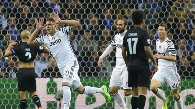 Juventus vence de visita a Porto y se acerca a cuartos en Champions
