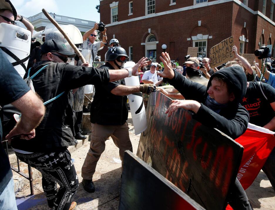 Enfrentamiento entre los supremacistas blancos y los opositores a la mar...