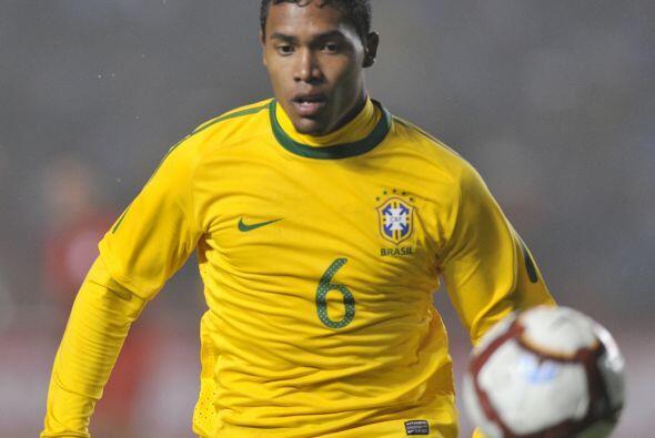 Alex Sandro tiene 21 años y juega en el Porto de Portugal. Luego de tene...