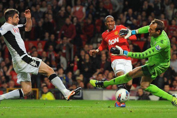 El United aún pudo aumentar su ventaja, pero la zaga rival lo evi...