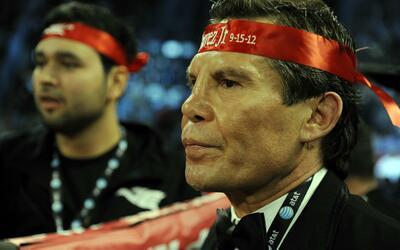 Julio César Chávez se vio visiblemente afectado por la mue...
