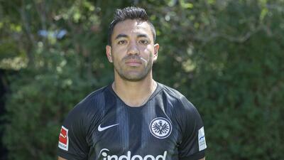 Marco Fabián no piensa en dejar el Eintracht pese a tener ofertas