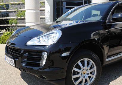 La Porsche Cayenne en negro se ve muy distinguida.