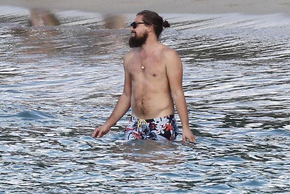 Sin embargo, ahí como lo ven, Leo tiene mucha suerte para la mujeres.