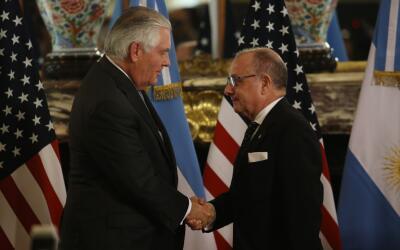 El secretario de Estado de Estados Unidos, Rex Tillerson, y el canciller...