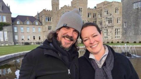 Kurt Cochran, junto a su esposa, estaban viajando por Europa para celebr...