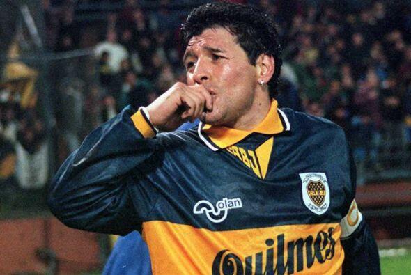 Diego Maradona jugó apenas siete superclásicos y anotó cinco goles. Al i...
