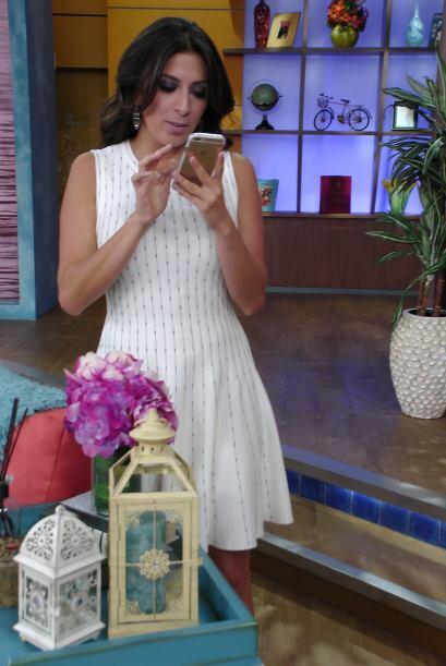 Sorprendimos a Mayti Interiano muy metida en su teléfono.