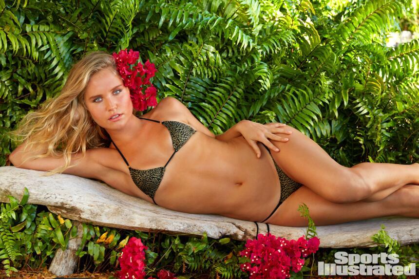 Sailor Brinkley Cook, de 18 años, se sintió cómoda modelando al lado de...