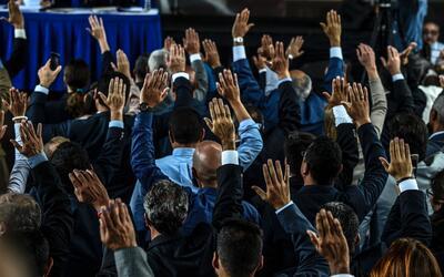 Los nuevos magistrados nombrados por el Parlamento venezolano durante su...