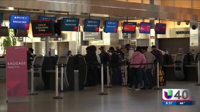Congestión en el aeropuerto por viajes con motivo del Thanksgiving