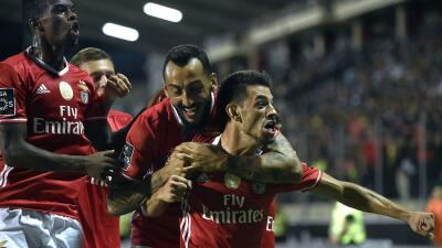 Benfica ganó 2-0 al Chaves y sigue de líder en Portugal