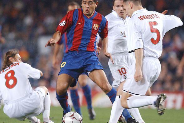 Su calidad lo llevó a probar suerte con el Barcelona de España en el año...
