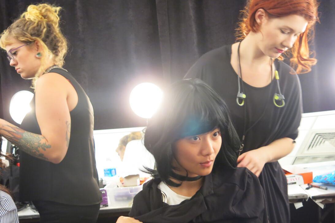 Las pelucas y el maquillaje del desfile de Georgine en NYFW IMG_4199.jpg