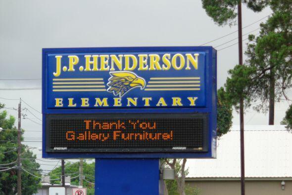 Univision Houston nomino a J.P. Henderson Elementary School para un camb...