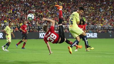 América dejó escapar el triunfo ante Manchester United