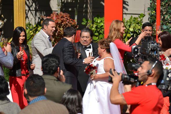 Alan Tacher y Raúl González felicitaron a Don Juan por unir su vida con...