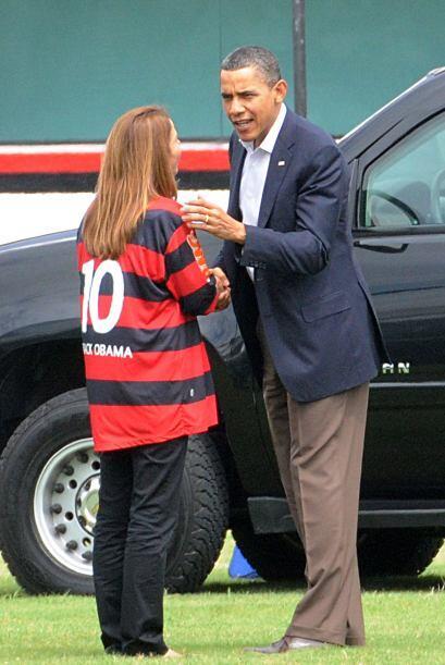 Es cierto que el mandatario si recibió un uniforme del Flamengo, se lo e...