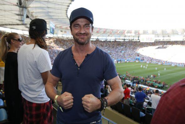 Gerard Butler es muy fan del fútbol soccer. Mira aquí los videos más chi...
