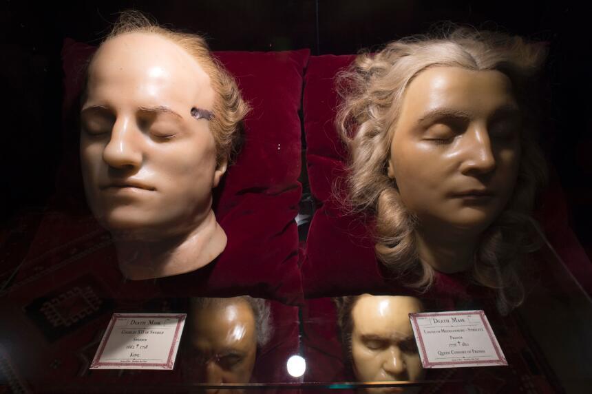 Las máscaras del rey Charles XII de Suecia y la reina Louise Mecklenburg...