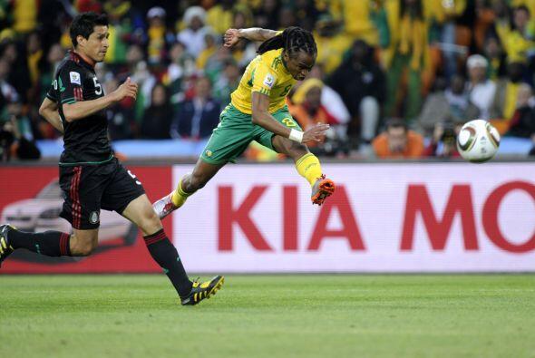 Los 'Bafana-Bafana' sorprendieron con un gran zurdazo de Siphiwe Tshabal...
